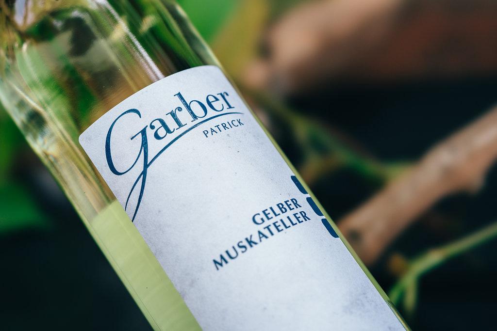 Flasche Wein Gelber Muskateller